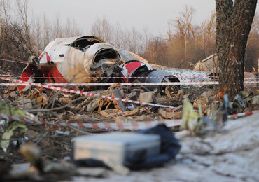 """""""Czas niczego nie zmienia"""". Wspomnienia bliskich ofiar katastrofy smoleńskiej w 10. rocznicę tragedii"""