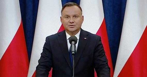 Nie ma większych szans na zrealizowanie obietnicy prezydenta Andrzeja Dudy ws. zwolnienia wszystkich firm z płacenia ZUS-u przez trzy miesiące - mówią urzędnicy kancelarii premiera. Jak dodają - jeszcze negocjują.