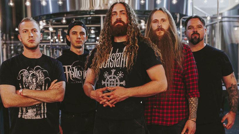 """Grupa Black Crown Initiate z USA zmieniała wytwórnię i szykuje się do premiery nowej płyty """"Portraits Of The Doomed Escape""""."""