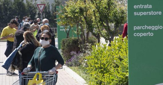 """Zorganizowane grupy przestępcze oferują darmowe paczki żywnościowe ludziom, którzy z powodu epidemii koronawirusa zaleźli się w kłopotach finansowych – pisze w korespondencji z Italii brytyjski dziennik """"Guardian"""". Jak wyjaśnia, mafiosi budują w ten sposób swoje poparcie we włoskim społeczeństwie."""