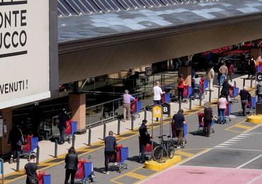 Włosi po raz pierwszy stoją w kolejkach do sklepów i widzą puste półki