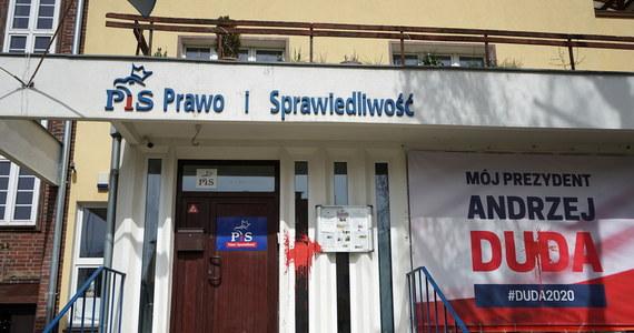 """Gdyby wybory do Sejmu miały odbyć się najbliższą niedzielę na PiS głosowałoby 43,96 proc. badanych, na KO – 22,44 proc., a na Lewicę – 15,66 proc. – wynika z najnowszego sondażu dla """"Super Expressu"""". PSL poparło 8,73 proc. badanych, a Konfederację – 7,71 proc."""