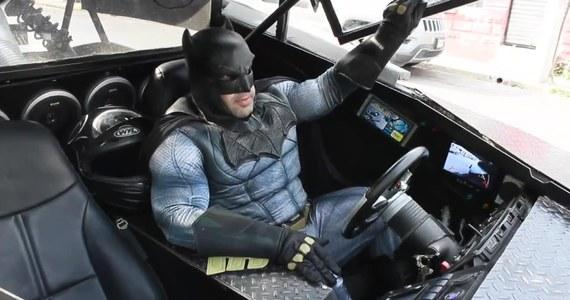 Cosplayer Batmana Candelario Maldonado patroluje ulice Monterrey i apeluje do mieszkańców, by nie wychodzili z domów. Chce w ten sposób pomóc w walce z epidemią koronawirusa.