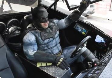 W Meksyku to Batman namawia do pozostania w domu