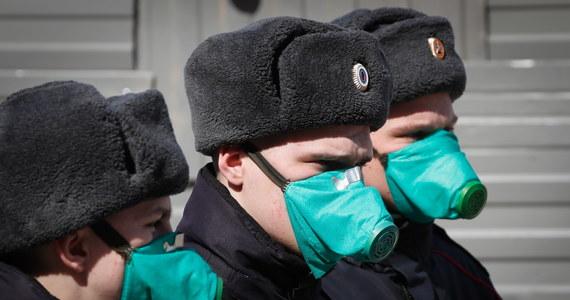 Przepustki dla mieszkańców Moskwy dojeżdżających do pracy, a potem - także dla poruszających się po mieście w innych celach, wstrzymanie pracy niemal na wszystkich budowach i zawieszenie usług carsharingu - takie ograniczenia zapowiedziały władze stolicy Rosji.