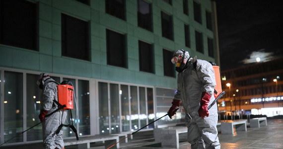 Firma z Kruszyny, pod Częstochową zajęła się odkażaniem pomieszczeń Miejskiego Szpitala Zespolonego oraz karetek pogotowia. Wszystkie działania podjęli nieodpłatnie, teraz chcieliby pomagać innym – niestety sami potrzebują pomocy.