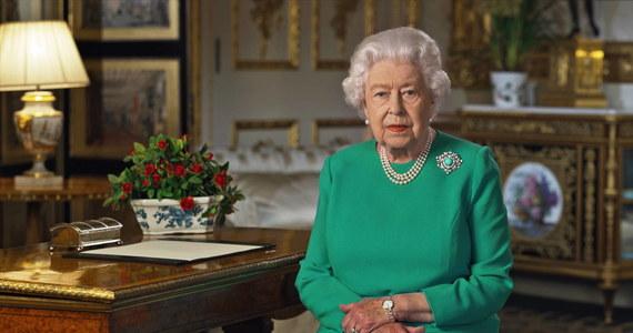 """Królowa Wielkiej Brytanii nagrała pierwsze podczas swojego panowania przesłanie wielkanocne. """"Wiemy, że koronawirus nas nie pokona"""" – mówi Elżbieta II."""