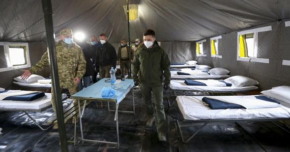 Na Ukrainie w ciągu ostatniej doby potwierdzono 266 zakażeń koronawirusem oraz odnotowano 10 kolejnych zgonów osób zainfekowanych - poinformowało w niedzielę Centrum Zdrowia Publicznego tego kraju. Łącznie bilans zakażonych wzrósł do 2777, a zmarłych - do 83.