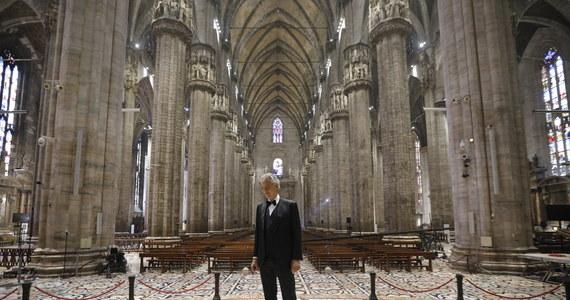 Światowej sławy włoski tenor Andrea Bocelli wystąpił w niedzielę wielkanocną z wyjątkowym, transmitowanym w internecie recitalem. Artysta zaśpiewał w pustej katedrze w Mediolanie. Ten niezwykły koncert był jego modlitwą i otuchą dla świata, zmagającego się z pandemią.