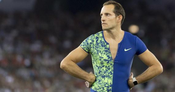"""Francuski tyczkarz Renaud Lavillenie, mistrz olimpijski z Londynu, pobił swój """"rekord kwarantanny"""", pokonując w przydomowym ogrodzie poprzeczkę na wysokości 5,70 m."""
