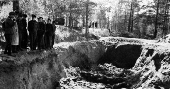 """30 lat temu, 13 kwietnia 1990 r., władze ZSRS przyznały się do mordu katyńskiego, nazywając go """"jedną z cięższych zbrodni stalinizmu"""". Oświadczenie to uznawane jest za przełom w wyjaśnianiu okoliczności śmierci polskich oficerów, ale do dziś Kreml nie zgodził się na pełne ujawnienie akt katyńskich. 13 kwietnia obchodzony jest Dzień Pamięci Ofiar Zbrodni Katyńskiej."""