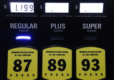 Trump: OPEC+ zamierza zmniejszyć wydobycie ropy o 20 mln baryłek dziennie