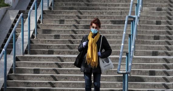 Według najnowszych prognoz specjalistów Uniwersytetu Waszyngtońskiego szczyt zachorowań w Polsce z powodu Covid-19 nastąpi 27 kwietnia, kiedy może dojść do ponad 70 zgonów. Prognoza obarczona jest jednak pewnym błędem i może się zmienić - zastrzegają jej autorzy.