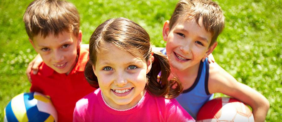 Brakuje Ci już pomysłów, jak zorganizować czas dzieciom w domu? Mamy ciekawą propozycję - lekcję WF-u online z ekipą RMF4RT Gladiators.