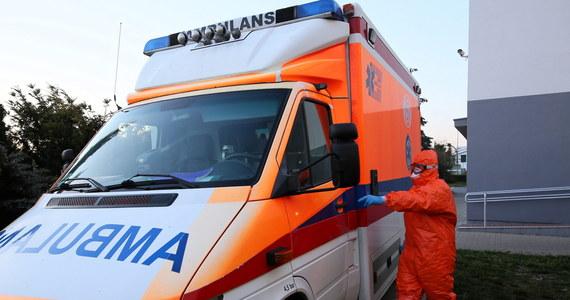 Zmarł zarażony koronawirusem fizjoterapeuta z Mazowieckiego Szpitala Specjalistycznego w Radomiu. Placówka ta stanowi największe obecnie ognisko SARS-CoV-2 w Polsce. Od początku epidemii obecność koronawirusa stwierdzono tu u 212 osób.