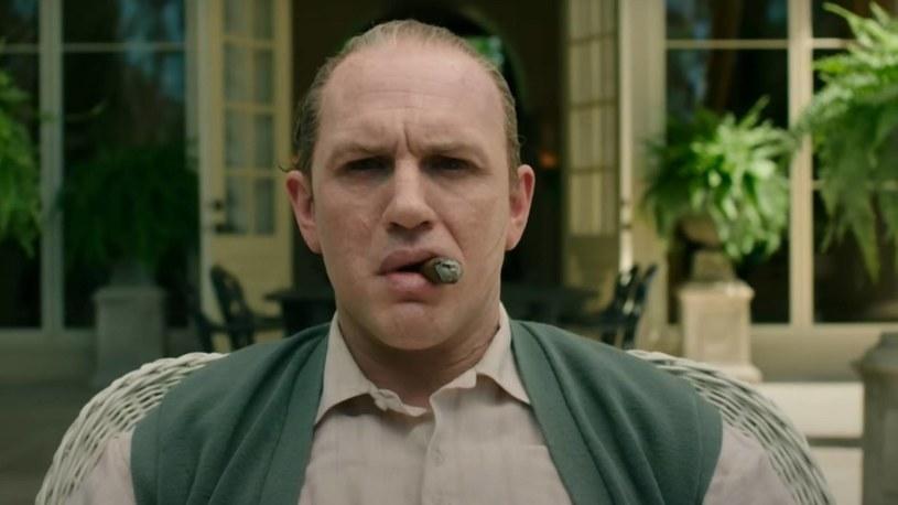 """Do tej pory najsłynniejszym odtwórcą roli Ala Capone był Robert De Niro. Jego kreacja w filmie """"Nietykalni"""" przeszła do historii kina. Teraz postara się mu dorównać Tom Hardy, który zagra tytułową rolę w filmie """"Capone"""". Właśnie pojawił się pierwszy zwiastun produkcji."""