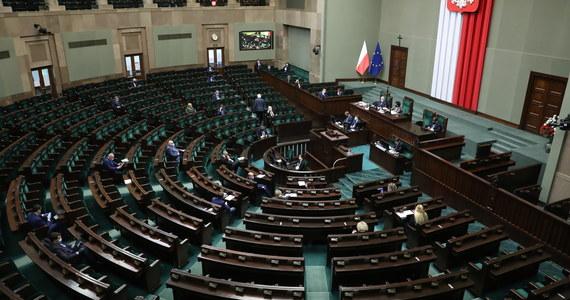 """Obywatelski projekt ustawy o ochronie mienia bezdziedzicznego """"STOP447"""" trafił do dalszych prac w komisji sprawiedliwości i praw człowieka - zdecydował w czwartek w głosowaniu Sejm. Większość sejmowa nie zgodziła się na odrzucenie projektu w I czytaniu."""