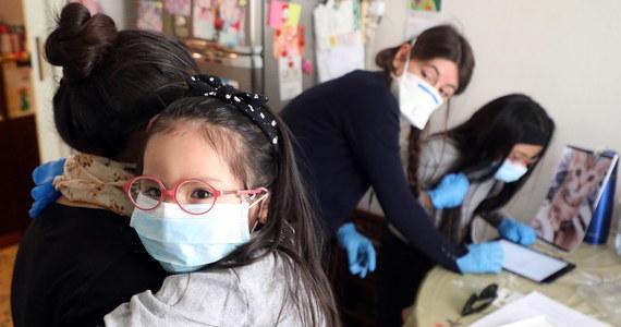 We Włoszech w ciągu ostatniej doby zmarło 525 osób zakażonych koronawirusem - poinformowała Obrona Cywilna. Tym samym łączny bilans zmarłych wzrósł w tym kraju do 22170.