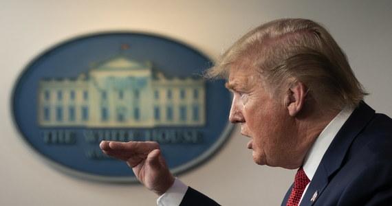 Prezydent USA Donald Trump przedstawił trzystopniowy plan otwierania amerykańskiej gospodarki. O ewentualnym odmrażaniu gospodarek poszczególnych stanów decydować mają - jak wynika z wytycznych Białego Domu - gubernatorzy.