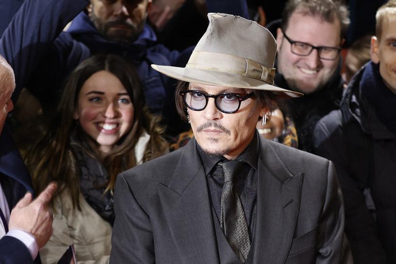 """Potrzeba było przymusowej kwarantanny, by Johnny Depp w końcu zdecydował się na założenie konta na Instagramie. Popularny aktor w niecałą dobę zebrał ponad dwa miliony followersów, którzy wysłuchali m.in. jego wersji utworu """"Isolation"""" autorstwa Johna Lennona."""