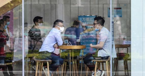 W Chinach rosną obawy o możliwość wystąpienia drugiej fali zakażeń koronawirusem. W Kantonie na południu kraju, gdzie poprzedniej doby wykryto cztery nowe infekcje lokalne, zapowiedziano ponowne zamknięcie niektórych muzeów - podały lokalne media.
