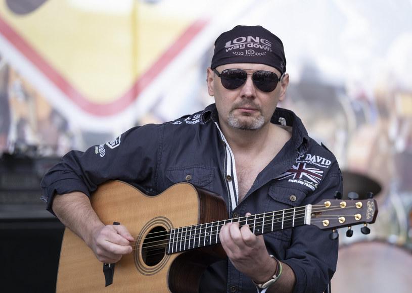 Mieszkający na stałe w Wielkiej Brytanii polski gitarzysta Adam Palma poinformował, że pokonał koronawirusa. Przez dwa miesiące jego stan był bardzo poważny. Opowiedział o chwilach w szpitalu.