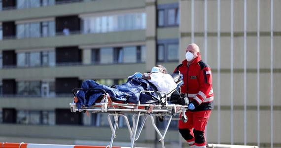 110 osób zakażonych koronawirusem zmarło w Niemczech w ciągu ostatniej doby - poinformował w poniedziałek Instytut im. Roberta Kocha (RKI) w Berlinie. 4404 to łączna liczba ofiar śmiertelnych epidemii Covid-19.