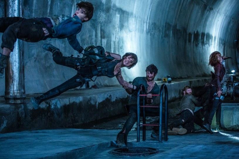 """Wypadek na planie filmu """"Resident Evil: Ostatni rozdział"""" sprawił, że pracująca przy nim kaskaderka Olivia Jackson straciła rękę i przez siedemnaście dni była w śpiączce. Obrażenia, jakich doznała, uniemożliwiły jej kontynuowanie kariery. Teraz wygrała proces, jaki wytoczyła jednej z firm związanych z produkcją filmu."""