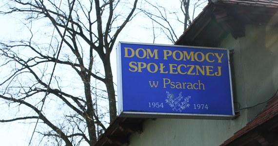 W Polsce, jak i wielu krajach Europy Zachodniej, oficjalne informacje o zgonach i zakażeniach na Covid-19 w domach pomocy społecznej i innych ośrodkach stałego pobytu różnią się od danych, które podają społeczne organizacje to monitorujące. Dzieje się tak z kilku przyczyn.