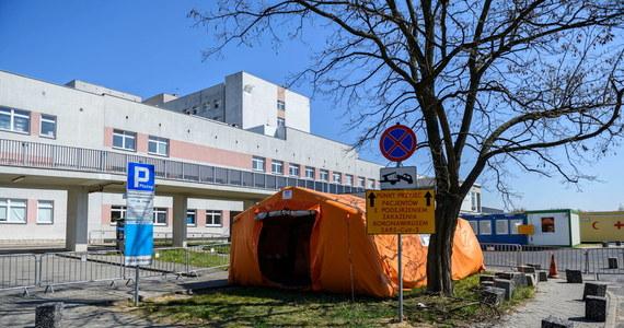 Ministerstwo Zdrowia poinformowało w czwartek po południu o 165 nowych przypadkach koronawirusa w Polsce. Oznacza to, że 23 kwietnia potwierdzono w naszym kraju łącznie 342 nowe zakażenia. Zmarło natomiast 28 chorych.