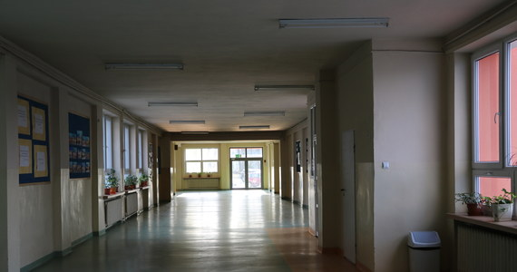 Będzie przedłużenie zamknięcia szkół - dowiedzieli się dziennikarze RMF FM. Jutro na konferencji prasowej mają to ogłosić premier Mateusz Morawiecki i minister edukacji Dariusz Piontkowski.