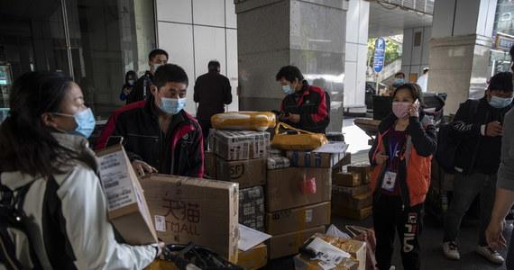 Chiny zdecydowały o przekazaniu Światowej Organizacji Zdrowia (WHO) dodatkowych 30 mln dolarów, by wesprzeć globalną walkę z pandemią Covid-19, szczególnie w krajach rozwijających się – ogłosiła na Twitterze rzeczniczka chińskiego MSZ Hua Chunying.