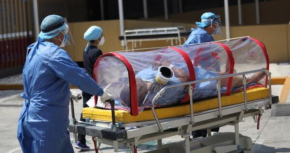 Covid-19 może prowadzić do udarów u 30- i 40-latków, którzy nie mają żadnych poważnych chorób współistniejących - ostrzegają amerykańscy lekarze. Podejrzewają też, że chorzy w USA często nawet nie dzwonią do szpitali, bo wiedzą, że są one przeciążone.