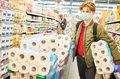 Limity zakupów w Żabce, Rossmannie i osiedlowych sklepach. Czy to zgodne z prawem?