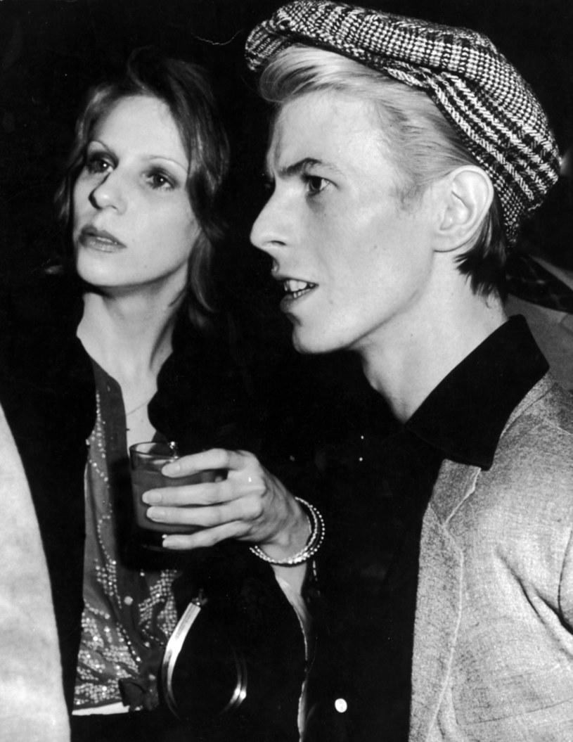 Ten romans Davida Bowiego trwał 12 miesięcy, a skończył się wielką przyjaźnią żony oraz kochanki.