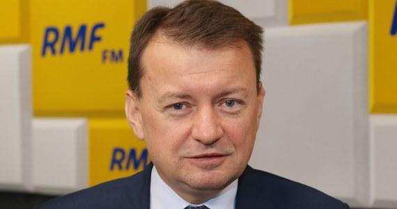 """""""Opozycja stara się osłabić Polskę, doprowadzić do chaosu w naszym kraju wtedy, kiedy mamy sytuację trudną"""" - stwierdził minister obrony Mariusz Błaszczak - gość Krzysztofa Ziemca w RMF FM. """"Nawiązując do pewnego cytatu z popularnego filmu z lat 90. - opozycja to po prostu źli ludzie są"""" - dodał."""