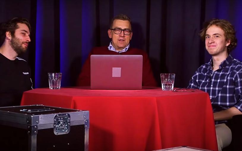 """Dziennikarz Maciej Orłoś uruchomił na YouTubie nowy kanał. W """"Orłach w internetach"""" wspierają go synowie Antek i Kuba."""