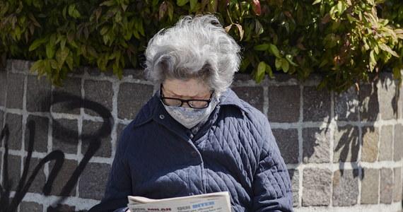 We Włoszech w ciągu ostatniej doby zmarło 415 osób zakażonych koronawirusem - podała Obrona Cywilna w biuletynie. Łączny bilans zgonów w czasie epidemii wzrósł do 26 384. Liczba zmarłych jednego dnia jest najniższa od marca.