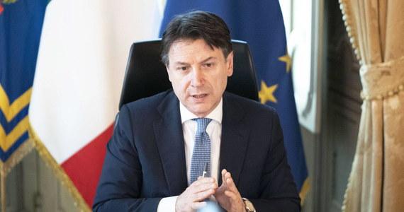 Od 4 maja możliwe będą wizyty rodzinne, pogrzeby w ścisłym gronie i wstęp do parków -- ogłosił w niedzielę premier Włoch Giuseppe Conte, przedstawiając szczegóły odmrażania gospodarki i znoszenia restrykcji, wprowadzonych w związku z epidemią.