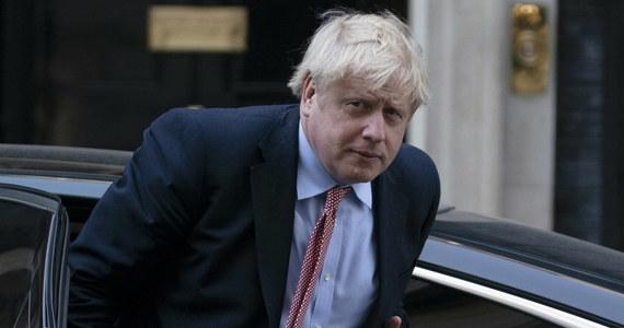 Brytyjski premier Boris Johnson wrócił do swojej rezydencji na Downing Street - podała stacja Sky News. Jak zapowiedziano, w poniedziałek przejmie on z powrotem kierowanie rządem.