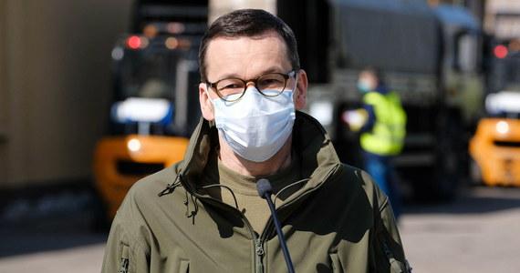 """Firmy dotknięte kryzysem w związku z pandemią koronawirusa będą mogły zwalniać pracowników nawet e-mailem. Na pierwszy ogień pójdą emeryci i dwuetatowcy - """"Rzeczpospolita"""" dotarła do projektu """"tarczy antykryzysowej 3.0"""", który rząd ma na początku tygodnia skierować do Sejmu."""