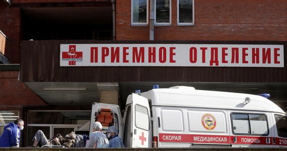 W Rosji zmarło w ciągu ostatniej doby 50 osób zakażonych koronawirusem, tym samym liczba ofiar śmiertelnych epidemii wzrosła do 794 - podał w poniedziałek sztab rządowy. Po wykryciu w ciągu ostatniej doby 6 198 nowych infekcji ich liczba w Rosji wynosi 83 912. Najnowszy bilans oznacza, że Rosja znalazła się na 9. miejscu wśród krajów świata pod względem liczby zakażeń, wyprzedzając Chiny.