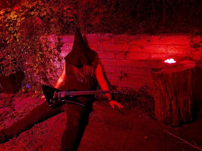 Australijski projekt Rebel Wizard przygotował trzeci longplay.