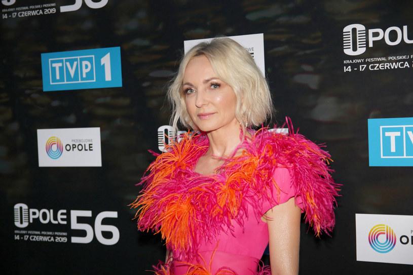 Ania Wyszkoni z powodu pandemii koronawirusa przerwała swoją trasę koncertową. Teraz ma jednak więcej czasu dla swojej córki Poli. Gwiazda zdradziła, że jej pociecha napisała już dwie piosenki.