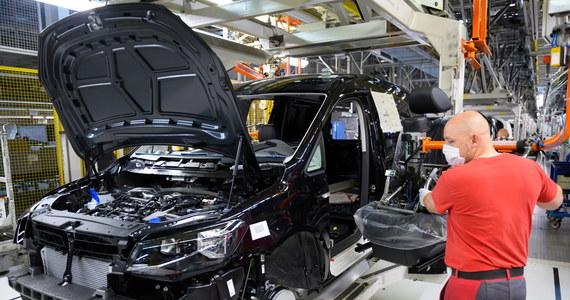 Po pięciotygodniowej przerwie zakłady Volkswagen Poznań (VWP) wznawiają stopniowo produkcję samochodów. Rozruch nastąpił w niepełnym wymiarze, na około 20 proc. całkowitych mocy produkcyjnych.