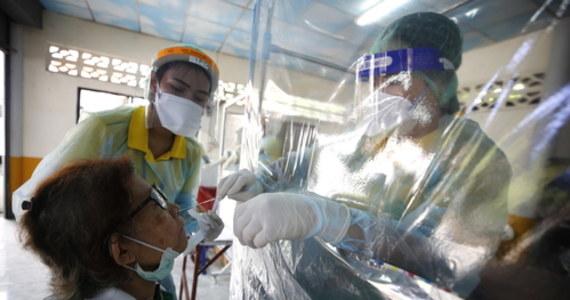 """Najwcześniej na wiosnę 2021 roku należy spodziewać się pojawienia na rynku szczepionki przeciwko koronawirusowi - twierdzi hiszpański dziennik """"El Mundo"""". Wydawana w Madrycie gazeta zauważa, że nad szczepionką przeciwko infekcji SARS-CoV-2 pracuje obecnie na całym świecie ponad 70 zespołów naukowych."""