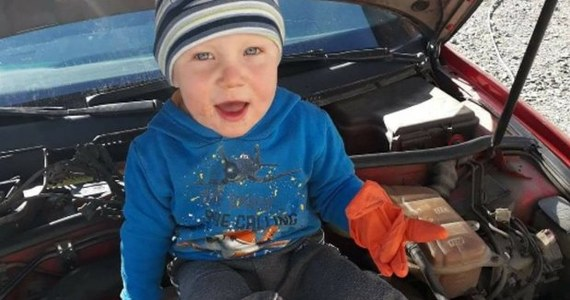 Policja szuka 3,5-letniego Kacpra, który zaginął w Nowogrodźcu w pow. bolesławieckim na Dolnym Śląsku. Chłopiec ok. godz. 19 oddalił się od ojca, z którym był na spacerze.