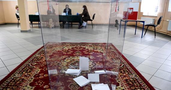 """Ponad pół tysiąca sędziów podpisało się pod listem do OBWE z apelem o dokładne przyglądanie się procesowi wyborczemu w Polsce. Według sędziów, organizowane wybory noszą znamiona """"naruszenia podstawowych norm prawnych""""."""
