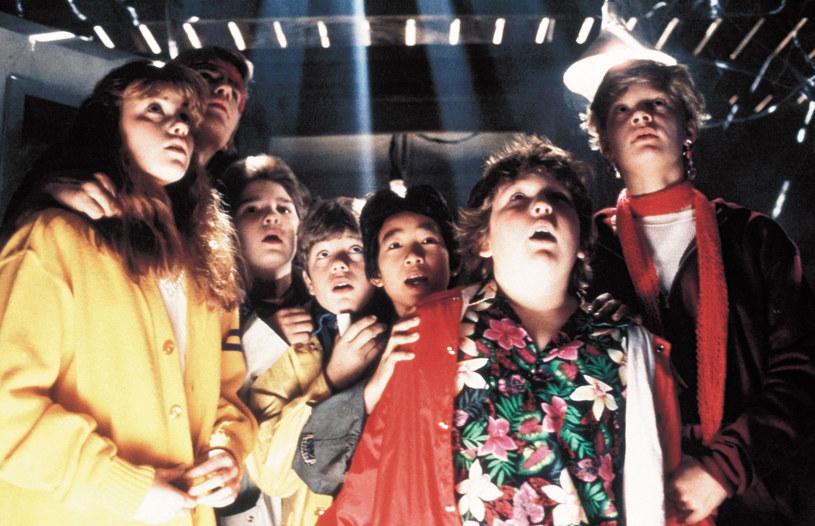 """Zorganizowane na kanale YouTube przez Josha Gada spotkanie po latach gwiazd i twórców filmu """"Goonies"""" stało się nie tylko okazją do wspomnień. Podczas transmisji na żywo podjęty został również temat kontynuacji tego filmu, która nigdy nie została zrealizowana. Producent filmu, Steven Spielberg, zdradził powody takiego stanu rzeczy."""
