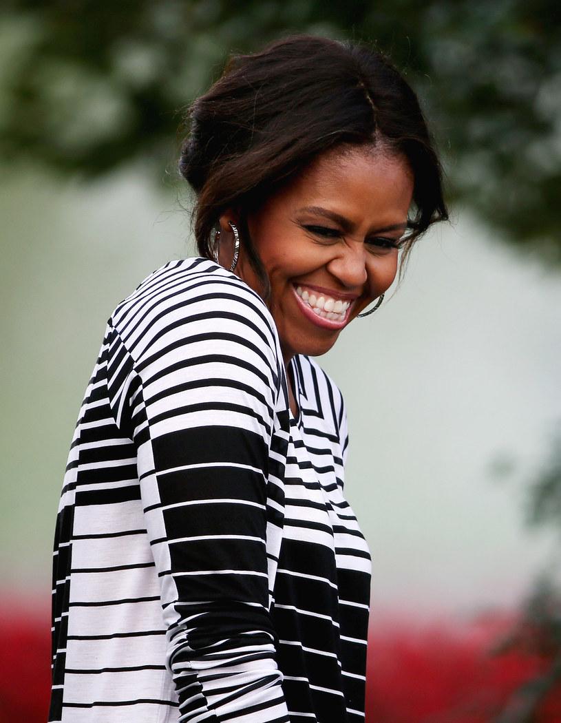 """""""Zastanawiam się nad tym, co chcę teraz robić. Na czym mi zależy. Potrzeba czasu na to, by rozgryźć, co to oznacza"""" - mówi o powrocie do """"normalnego"""" życia po prezydenturze męża Michelle Obama w zapowiedzi filmu dokumentalnego """"Becoming"""". Film będzie można zobaczyć na Netfliksie od 6 maja."""